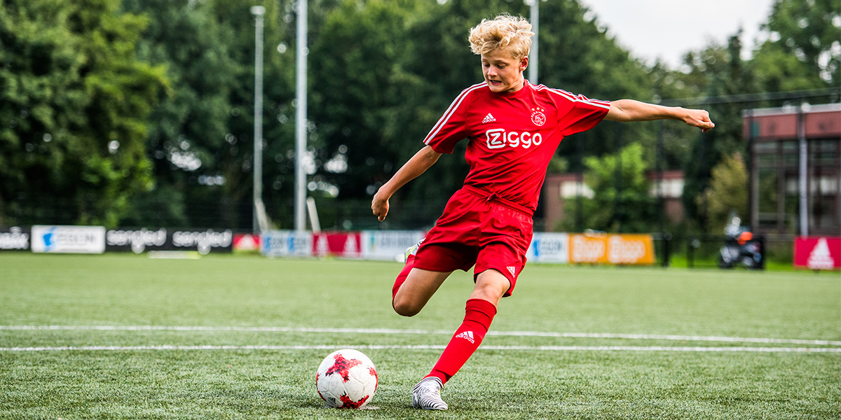 Ajax Masterclass passing & shooting (12-16 y/o)